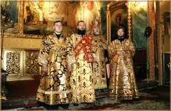 Maxim  In gold clothes of 19 centuries. An altar. Bogojavlensky a cathedral the city of Moscow.  63  2004-08-24 21:56:10