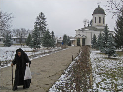 OvidiuMihail  After Holy Liturgy at Zamfira Monastery  2007-12-28 21:37:35
