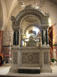 laurentiustan  Racla sfintelor moaste ale Sf. Ap. Andrei - The Holy Relicves of St. Ap. Andrew - Patra, Grecia  2009-11-30 12:44:35
