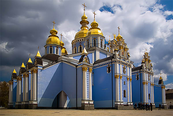 saint michaels golden domed monastery - 600×403