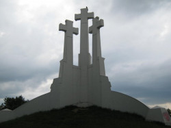AGG  The three crosses in Vilnius, Lithuana  2010-07-18 22:54:54
