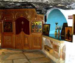 jerusalempics  Tomb of St. Theodosius in the cave of The Pious  2011-01-18 16:34:54