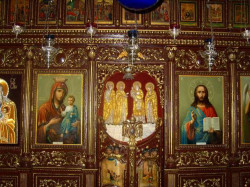 jerusalempics  Iconostasis in Church of The Holy and Righteous Symeon in Jerusalem  2011-02-04 21:12:12