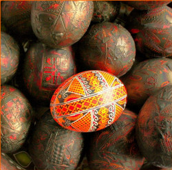 ElenaUA  Рождение писанки. Birth of Pysanka - painted Easter egg  2011-05-16 06:46:47