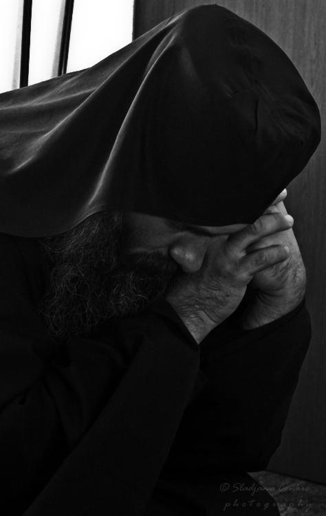 Călugări în negru
