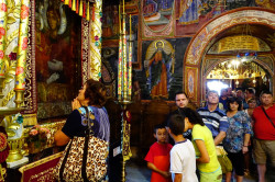 jarek1  People praying in front of miraculous icon of the Mother of God in Trojanski Monastery  2017-09-02 16:42:46
