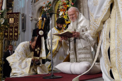 jarek1  Divine Liturgy at Pentacost in Hereklion Cathedral, 2016  2017-11-05 22:10:15