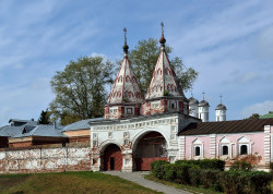 DmitryIvanov  The Holy Gate of the Rizopolozhensky Convent in Suzdal  2018-11-25 20:59:02