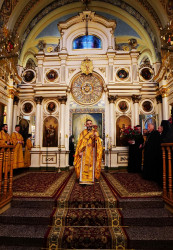 jarek1  Archbishop Jakub serving Liturgy  2019-11-14 13:41:08