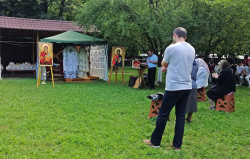 Florina  Outdoor Divine Liturgy during the pandemy at Fundeni Hospital`s Church  2020-07-01 23:21:35