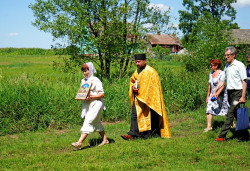 jarek11  Procession on the way to Podlasie Martyrs grave close to Puchały Stare  2020-08-02 21:37:42