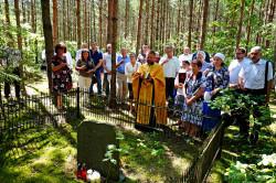 jarek11  The prayer to Podlasie Martyrs at their grave close to Puchały Stare  2020-08-02 21:38:32