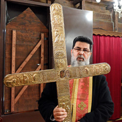 alik  Fr Neophytos from Omodos holding piece of Holy Cross and rope  2021-04-05 22:28:13